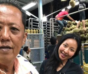 Arnon Rodthong y su hija