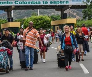 La dificil situacion que viven en su país los obliga a cruzar la frontera y buscar en Colombia un refugio.