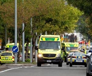 Policía de Nueva Zelanda en operativo tras el atentado terrorista.