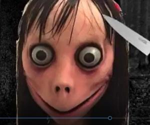Momo reapareció y ahora causa pánico camuflado en videos que pueden estar en su propio celular.