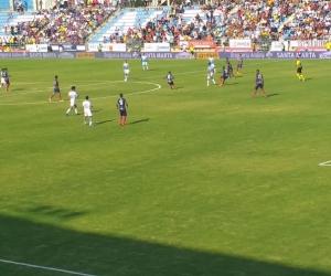 Panorámica del partido en el estadio Sierra Nevada.
