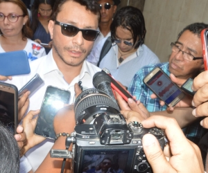 Carlos Caicedo, durante la declaración a los medios de comunicación.