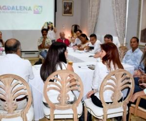 Reunión entre Gobernación, Directora del Fondo Nacional de Turismo y representantes del gremio hotelero.