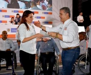 El presidente Duque le hizo un reconocimiento a la Gobernadora por su trabajo en la inclusión.