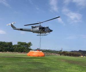 La Fuerza Aérea continúa las labores en el sector para podido controlar el incendio.