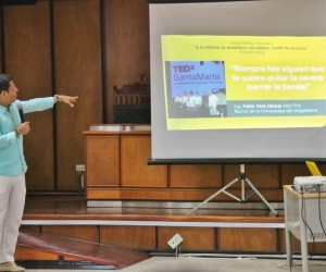 El rector de Unimagdalena compartió su testimonio de superación personal y familiar con los participantes.