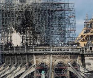 Catedral de Notre Dame afectada por incendio