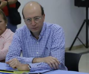 Hilda Caballero, al lado de Andrés Rugeles, ostentando funciones sin haber sido nombrada.