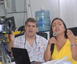 Los concejales citantes Iván Saravia y Elizabeth Molina.