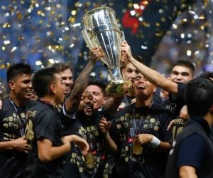 Dorlan Pbaón celebrando el título de Monterrey.