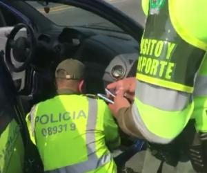 Desmantelan presunta banda de traficantes de celulares