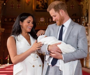 Los duques de Sussex presentando a su primogénito.