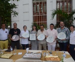 Chefs y propietarios de restaurantes en Santa Marta ganadores de los premios La Barra