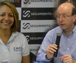 Ingrid Aguirre, gerente de la Essmar, y alcalde (e) Andrés Rugeles.