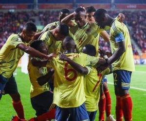 Los jugadores en la celebración del primer gol.