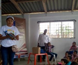 la bibliotecaria Cindy Paola Garzón Díaz, quien orientó un concurso de lectura y así premiar a los  niños y jóvenes que leyeran mejor.