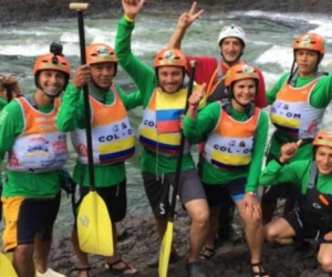 Grupo nacional de Rafting 'Remando por la Paz'