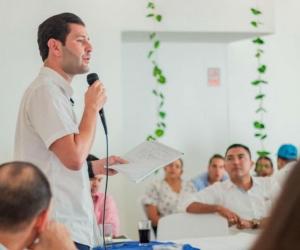 Luis Miguel 'Mello' Cotes, en diálogo con ganaderos de Pivijay.