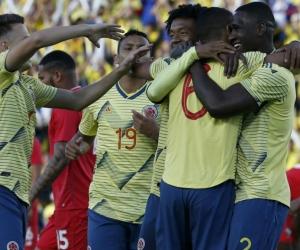 Selección Colombia celebrando uno de sus goles.