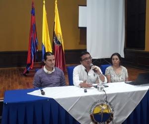 De izquierda a derecha: Alexander Giraldo, docente de la Universidad del Valle, Juan Carlos Yepes, docente de la Universidad de Caldas y la docente de la Universidad Pedagógica Nacional, Isabel Garzón.