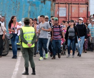 Miles de personas han cruzado la frontera este sábado tras su reapertura