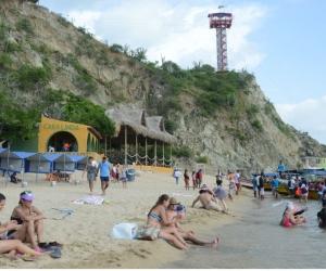 En Playa Blanca y El Rodadero realizaron jornadas de limpieza para recibir a los turistas.