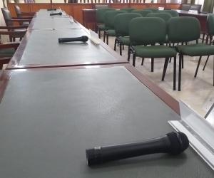 Los diputados señalaron que les preocupa que los funcionarios no estén asistiendo a los debates.