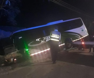 Un bus de servicio especial terminó estrellándose contra una vivienda del sector.