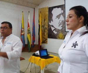 En el Magdalena, gestores del Centro de Desarrollo Empresarial realizan talleres con los emprendedores para que participen en las distintas convocatorias.