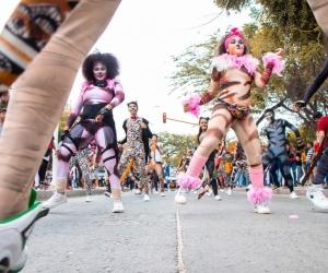 El desfile folclórico es uno de los eventos que congrega a samarios y turistas en la Fiesta del Mar.