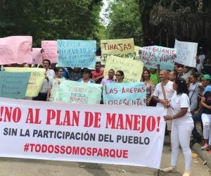 Protesta en la entrada del Parque Tayrona.