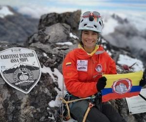 Ana María Giraldo en la cumbre del Carstensz.