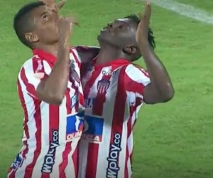 Edwuin Cetré celebrando el segundo gol de los 'tiburones' ante Atlético Bucaramanga.