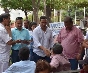 Aristides Herrera en su recorrido por el Centro, a pocos metros de la Alcaldía.
