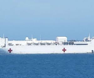 Buque Hospital USNS Comfort llegando a Santa Marta