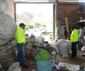 Autoridades visitan cacharrerías de la ciudad