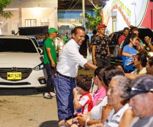 Jaime Cárdenas, de visita en el barrio Miguel Pinedo.