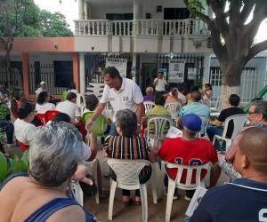 Róbinson Morelo en reuniones con la comunidad.