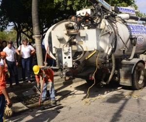 Funcionarios de la Essmar realizando trabajos en el Centro de la ciudad.