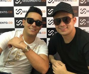 Jhon Mindiola y Camilo Carvajal durante su visita a Seguimiento.co