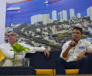 El candidato Juan Carlos Palacio y el periodista Ulilo Acevedo.