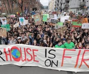 La manifestación es liderada a nivel mundial por jóvenes estudiantes, docentes y sindicatos.