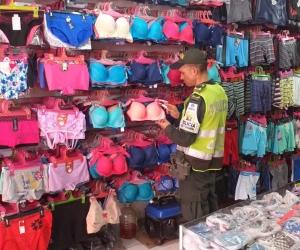 La mercancía incautada fue dejada a disposición de la Dirección de Impuestos y Aduanas Nacionales.