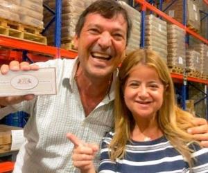 El presidente de Daabon, Alfonso Dávila con Elsa Noguera