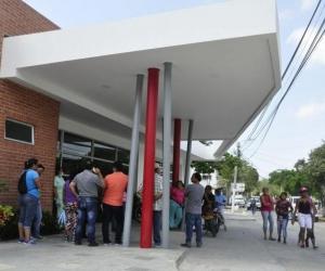 En el hospital de Puerto Colombia se confirmó la muerte del pasajero del bus.