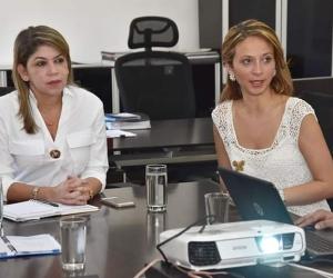 La alcaldesa de Santa Marta, Virna Johnson; y la asesora de la Vicepresidenta de la República, Julia Daza.