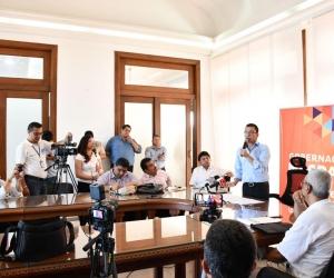 El gobernador del Magdalena, Carlos Caicedo, hizo el anuncio en una rueda de prensa.