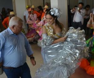 El alcalde del municipio de Ciénaga, Luis 'Tete' Samper y las reinas del Caimán, Keily Dayana Gordillo Blanco y Harleg Munive Urieles