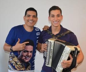 Peter Manjarrés y su acordeonero Daniel Maestre durante gira de medios en Santa Marta.