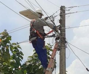 Air-e avanza en mejoras eléctricas en El Retén, Aracataca y Zona Bananera.